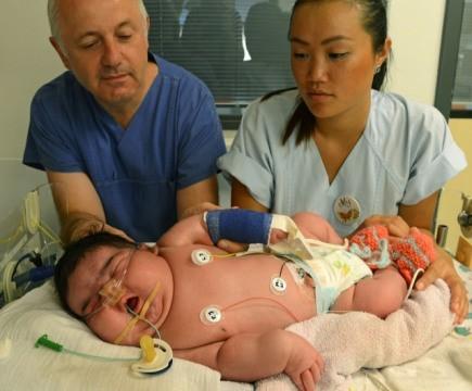 Nació bebé más grande del mundo; la madre no necesitó cesárea ...