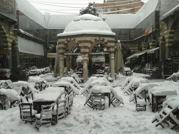 Por primera vez en más de 100 años nieva en Egipto 152814_NieveTurqua_principal