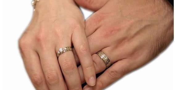 ¿Porqué tu pareja deja de amarte?El ejercicio del anillo te ayudará a comprender-http://i.sdpnoticias.com/galerias/2014/01/15/151123_matrimoniosrenovables_1_principal.jpg