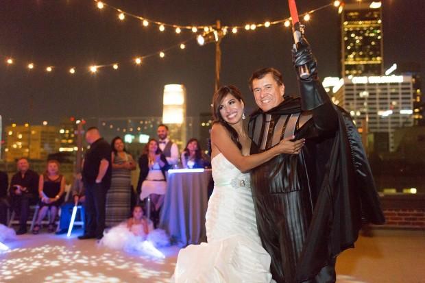 video: novios se inspiran en star wars para su boda