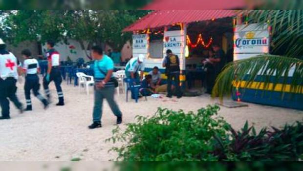 """Balacera en Cancún: 6 muertos y 5 heridos en pleno """"Spring Break ...: www.sdpnoticias.com/nacional/2013/03/14/balacera-en-cancun-6..."""