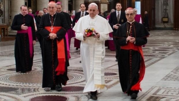 Papa Francisco prohíbe a cardenales pederastas visitar Basílica Papal