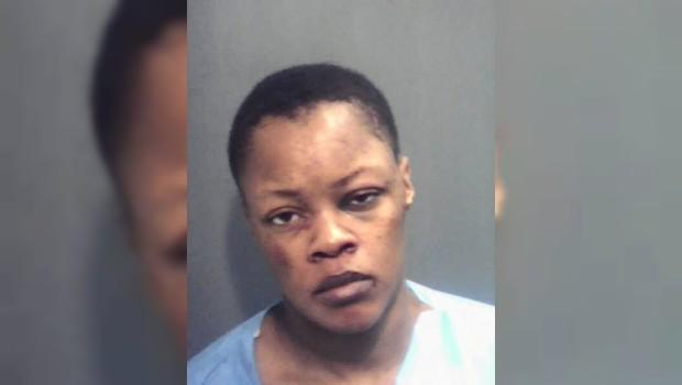 Arrestan a prostituta por intentar comerse los genitales de su cliente
