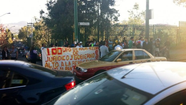 Manifestantes cierran Periférico Sur y causan caos vial
