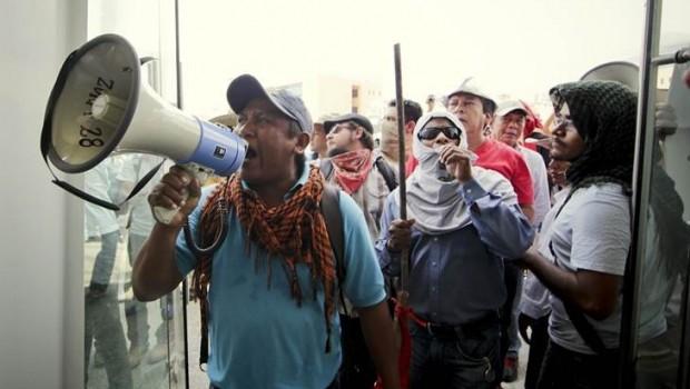 Maestros de Guerrero toman Secretaría de Educación de Chilpancingo