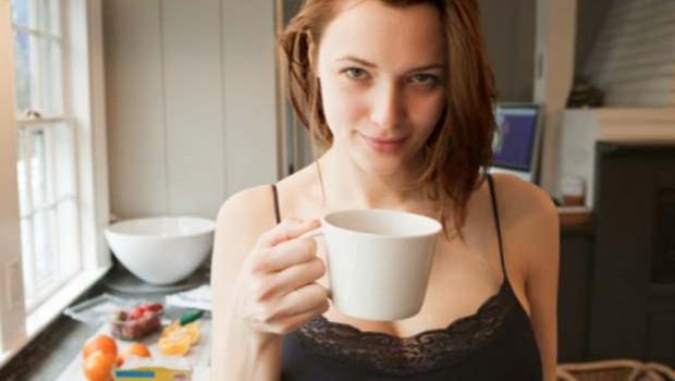Tomar café reduce el tamaño de los senos: estudio