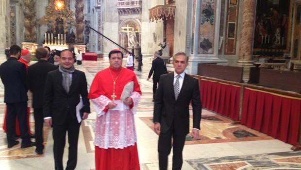 Norberto Rivera consiguió pases VIP para Mancera en El Vaticano, revelan