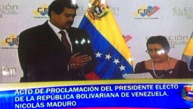 CNE proclama presidente a Maduro y Capriles inicia cacerolazos de protesta
