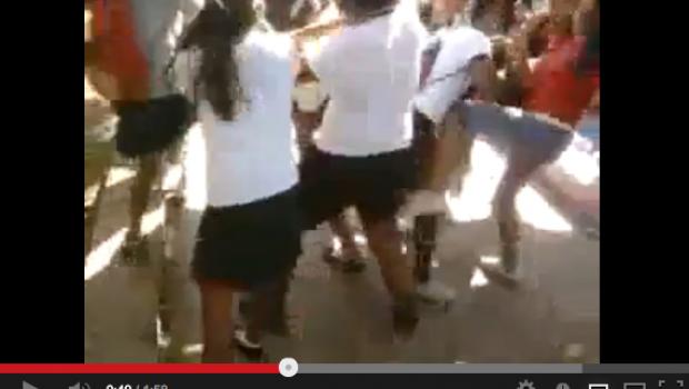 Video: Captan golpiza en montón a dos alumnas de bachillerato en Acapulco