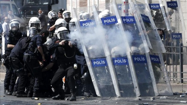 Reportan decenas de heridos en los disturbios de la marcha del 1 de Mayo en Estambul
