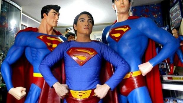 Barbie humana y niña animé ya pasaron de moda...  ¡Llega el Superman de carne y hueso!