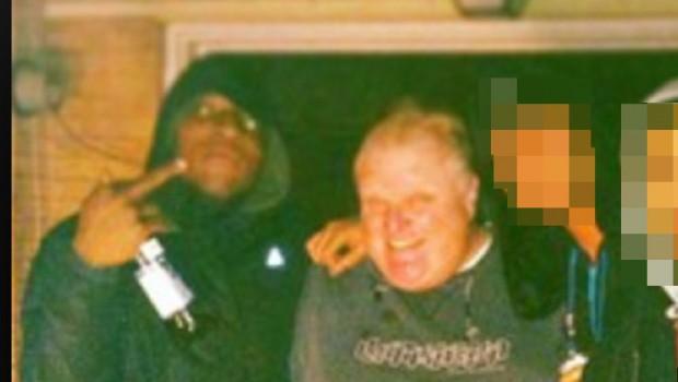 Revelan existencia de video del alcalde de Toronto, Rob Ford, fumando crack
