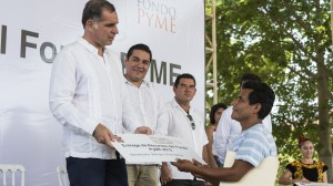 El gobernador Gabino Cu encabez en este destino de playa la entrega de recursos a los beneficiarios.