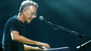 El tecladista Ray Manzarek del grupo The Dorrs falleci a los 74 aos.