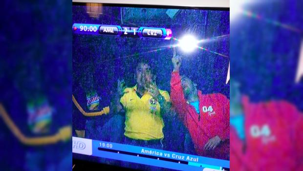 Televisa pone imagen en vivo de Emilio Azcárraga celebrando el gol de Moisés Muñoz