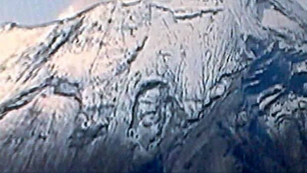 Genera polémica formación del rostro de Cristo en laderas del Popocatépetl