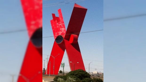 Nueve años de construcción, casi de 100 mdp y ya se empezó a despintar la X de Juárez
