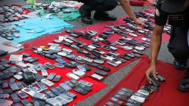 Exigen a fabricantes de smartphones incluir un kill switch; combatiría el mercado de teléfonos robados