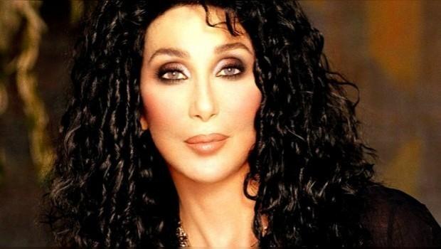 Créanlo o no, Cher cantará en la marcha del