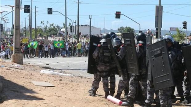 En imágenes: Pese a que juega su selección, brasileños rodean el Castelao
