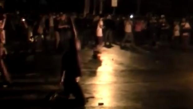 VIDEO: Policía brasileño abandona sus armas y se suma a manifestantes