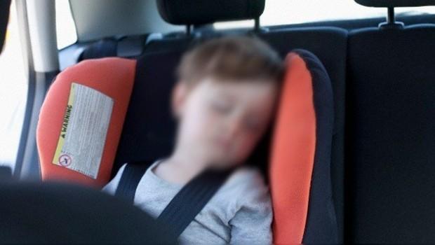 Florida: Niño de 3 años muere al interior de un auto tras ser olvidado por sus padres