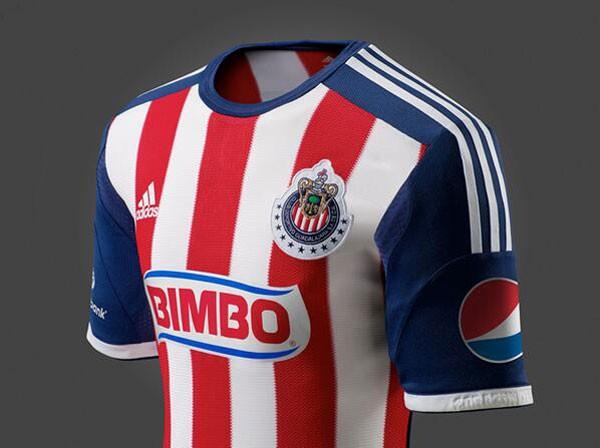 Presentan la nueva playera de Chivas