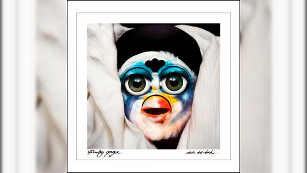 FOTOS: Furby juega con portada de
