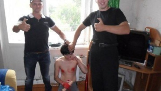 Adolescente gay ruso muere tras torturas y humillación difundidas en internet