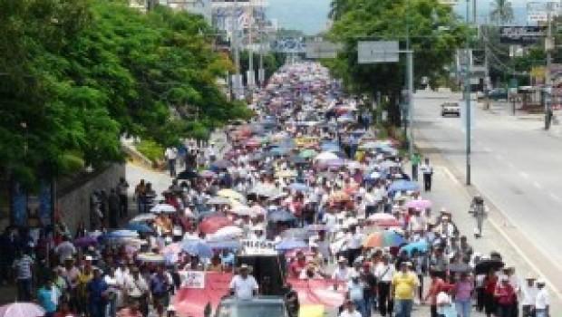 CNTE y SNTE protestan en Torre de Chiapas en apoyo al paro cívico nacional