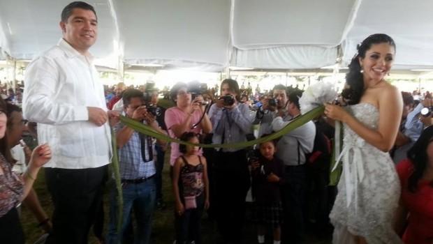 Alcalde de Comitán se casa; denuncian despilfarro durante boda