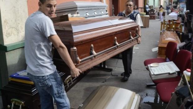 Funerarias ilegales, un riesgo para vivos y muertos