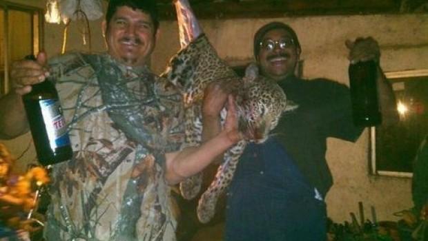 Cazadores regiomontanos desatan ira en redes sociales tras matar y comerse a jaguar