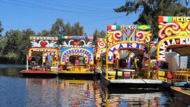 Xochimilco playero: Llegan trajineras a Cancún