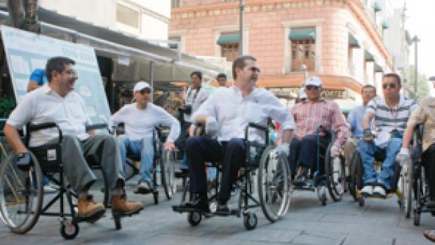 Ampliarán cobertura médica a personas con discapacidad en el DF