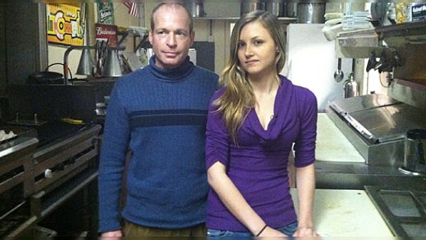 Vende restaurante para salvar a empleada con tumor cerebral