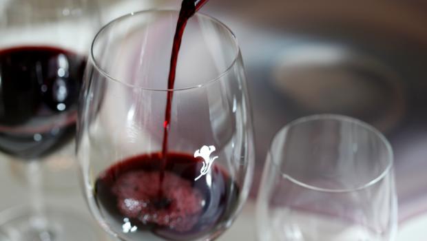 4 razones por las que no debes pedir el vino por copa