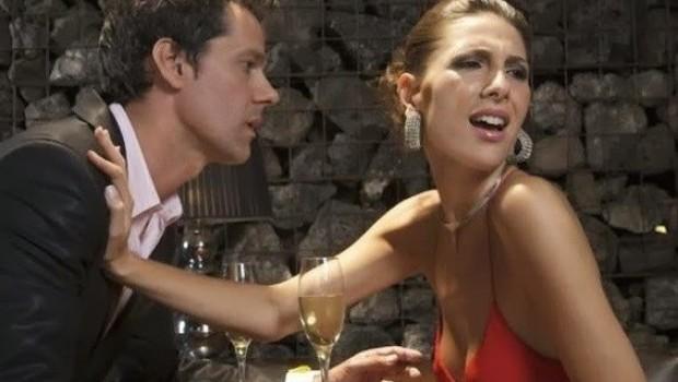 Las 10 frases más absurdas para conquistar a una mujer