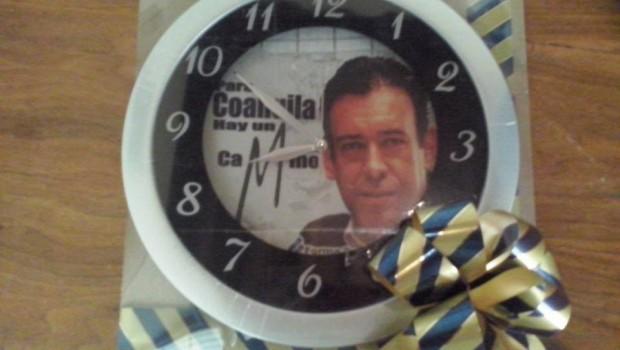Distribuyen en Coahuila regalos ¡para promover a Humberto Moreira!