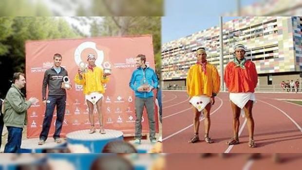 """Rarámuri hace honor al nombre """"pies ligeros"""" al triunfar en ultramaratón de España"""