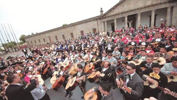 SCJN provoca legislar sobre matrimonio gay en Jalisco