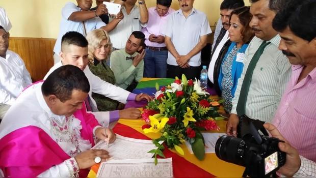 Mientras tanto, en Guerrero se llevó a cabo primera unión civil entre gays