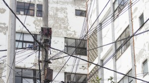 MÉXICO, D.F., 21AGOSTO2014.- Postes de energía eléctrica con los característicos