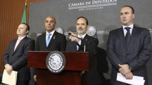 Panistas durante entrega de iniciativas para combatir la corrupción (Guillermo Perea/Cuartoscuro)