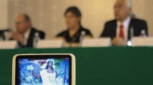 Los estudiantes fueron despojados de sus tabletas que recientemente les obsequió la SEP. Foto/Cuartoscuro