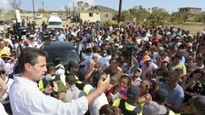 El presidente Enrique Peña Nieto visitó este jueves las zonas afectadas por el huracán Odile. Foto: Guillermo Perea/Cuartoscuro