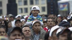 Un niño en concierto masivo. Foto: Moises Pablo / Cuartoscuro