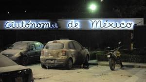 La explosión daño 3 vehículos. Foto: Luis Carbayo/Cuartoscuro