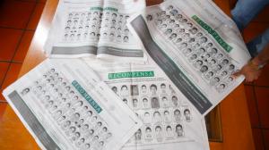 La PGR ofreció una recompensa por los 43 normalistas desaparecidos. Foto Cuartoscuro