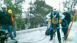 íctor Hugo Romo encabezó la demolición de una construcción irregular Foto: ALEJANDRO PACHECO/SDPNOTICIAS